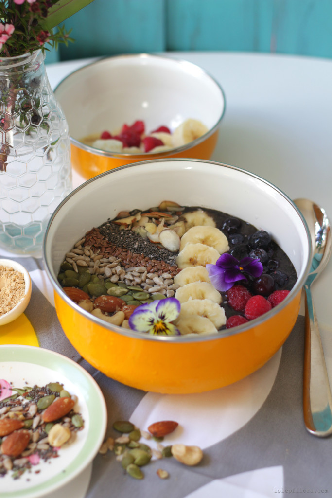 Maca Blueberry Smoothie Bowl: Start your day out right with this nutritious breakfast. Forget coffee, use Maca powder to energise you for your day ahead.
