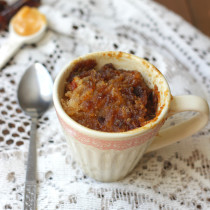 Two minute sticky date pudding in a mug: A quick dessert that is cooked in two minutes! This sticky date pudding in a mug ticks all the boxes, it's naturally sweet, filling and gluten and dairy free. It is even self saucing! Click through for recipe. www.isleofflora.com